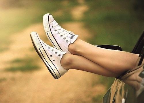 Raiserte und glatte Damen Beine