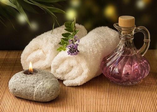 Entspannte Wellness und Massage Atmosphäre